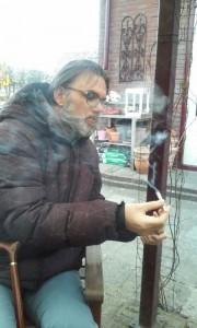 Gerard rookt joint